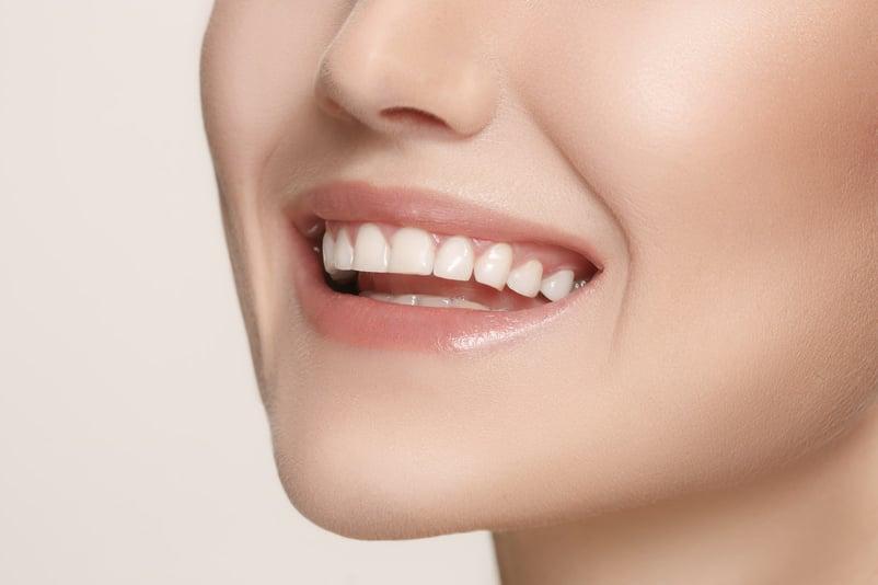 How Turmeric Naturally Whitens Teeth