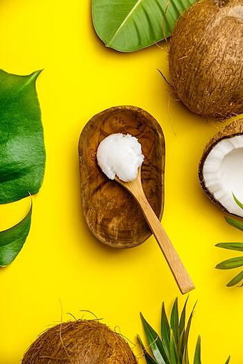 coconut-oil-tropical-leaves-and-fresh-coconuts-7CNDH4P-min